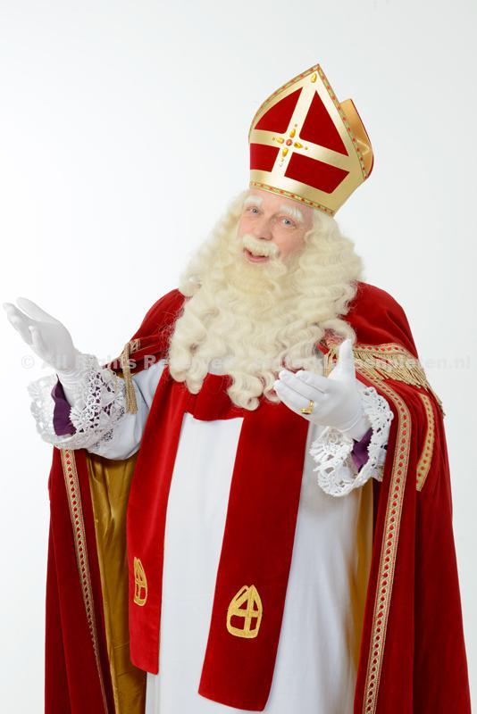Sinterklaas met handen uit elkaar