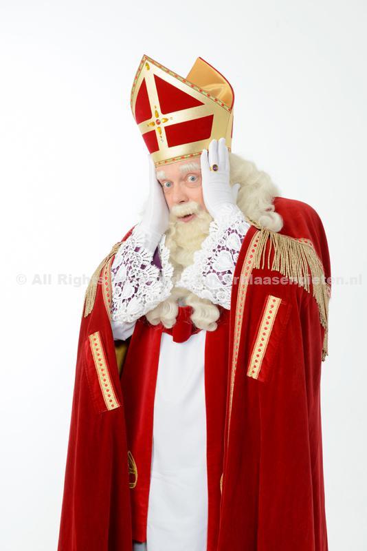 Sinterklaas met handen op hoofd